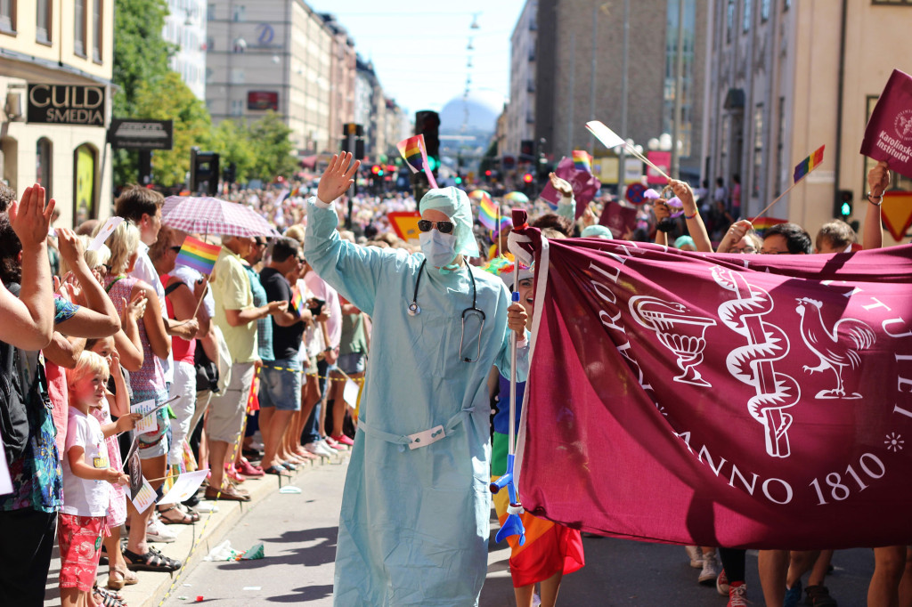 Karolinska marches at Stockholm Pride Parade. Augusts 2013. credit:  Andrea Lindström for Medicor